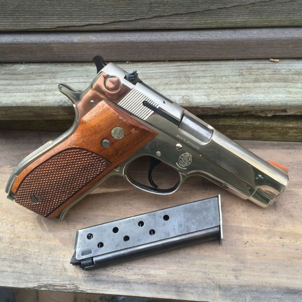 Smith and Wesson 39-2 right side with magazine