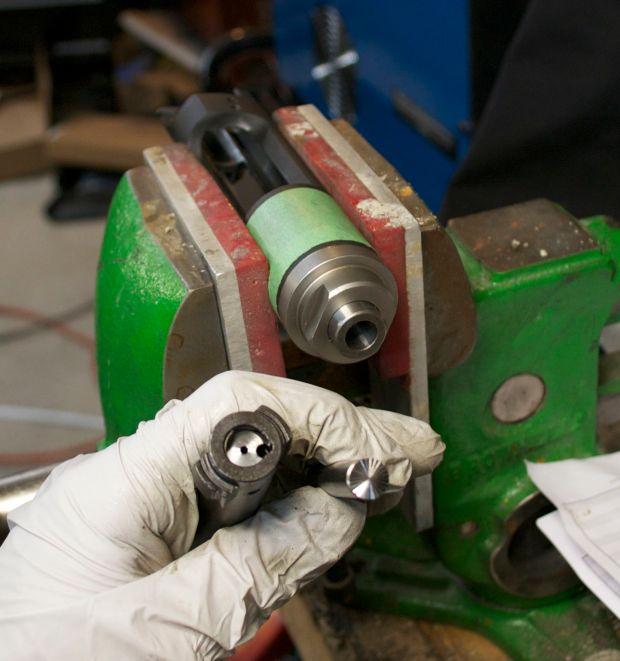 bolt face truing tool