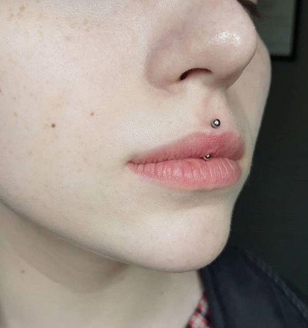 jestrum lip piercing
