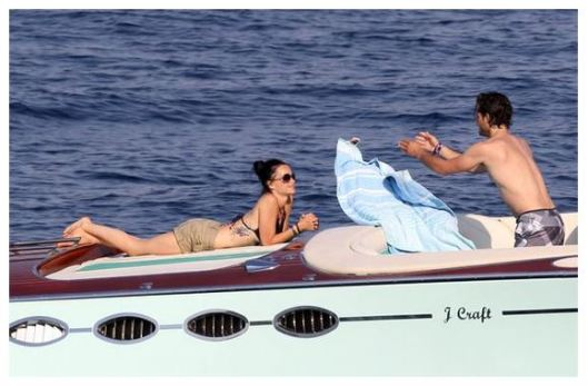 Prince Carl Philip and Princess Sofia on their honeymoon in Fiji. Source Twitter/@TV2KjellArne