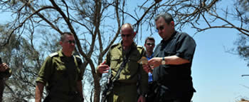 Israeli_Defense_Minister_Ehud_Barak_visits_the_site_of_the_attack