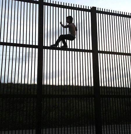 450px-Borderwallbrownsvile