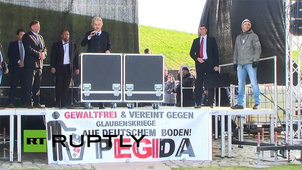 Geert Wilders addresses a rally of PEGIDA supporters