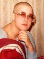 1981. Nyrakad och pissed-off på allt och alla. Morsan grät och skämdes. Tyckte det var rätt bekvämt med kort hår. Skinheads var inte uppfunna än.