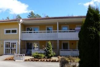Lägenheten låg på andra våningen, till vänster i bild.