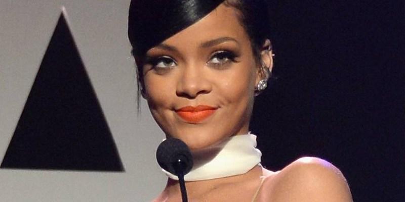 Rihanna honors Tom Ford at the amfAR Inspiration Gala October 29, 2014 rihanna-fenty.com