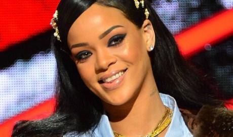 Rihanna attends Black Girls Rock! event April 1, 2016 rihanna-fenty.com