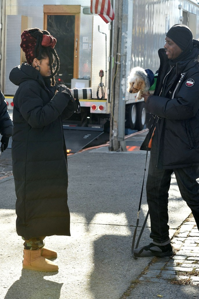 Rihanna goes back to New York to film Ocean's Eight on November 22, 2016 taking a photo