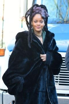 Rihanna on the set of Ocean's Eight in New York on November 23, 2016 Photos