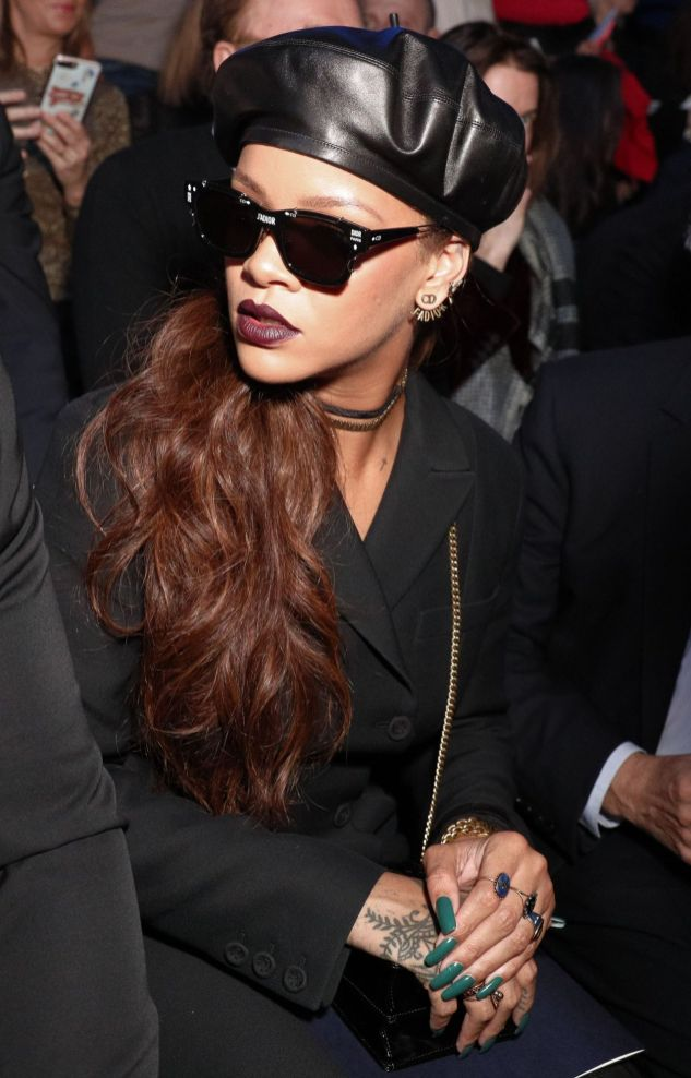 Rihanna attends Dior fashion show in Paris on March 3, 2017 Looks