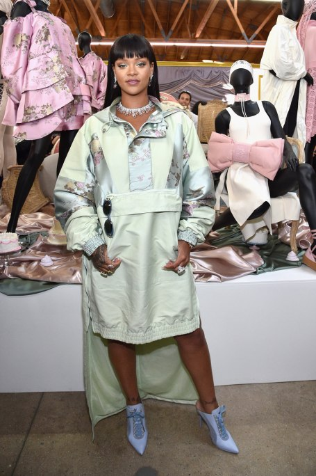 Rihanna opens the FENTYXPUMA pop-up shop in Los Angeles on April 18, 2017 Photos