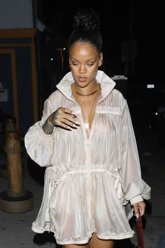 Rihanna steps out in Los Angeles July 12, 2017 photos