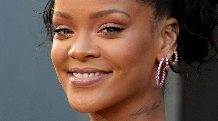 Rihanna steals the show at the Valerian premiere