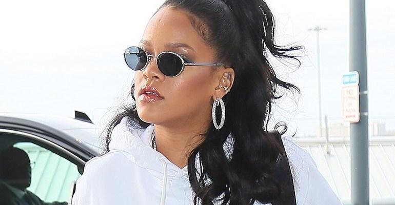 Rihanna at JFK Airport in New York on October 13, 2017 rihanna-fenty.com