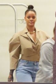 Rihanna out and about in New York on October 11, 2017 rihanna-fenty.com