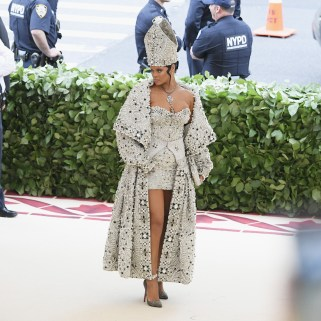 Rihanna attends 2018 Met Gala in New York on May 7, 2018 Pics
