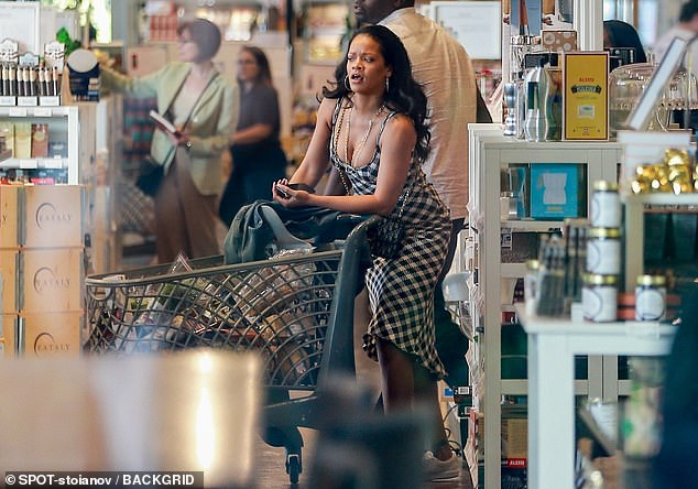 Rihanna goes grocery shopping in Los Angeles on August 9, 2019