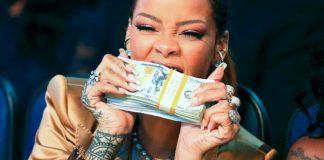 Rihanna Mordendo Dinheiro