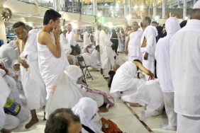 Shalat Sunnat dibelakang Maqam Ibrahim