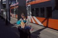 mugav kleit last ootavale ja imetavale emale, millega on rongijaamas diskreetne imetada