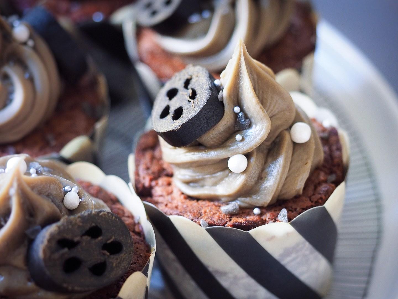 Lakritsi-brownie kuppikakut