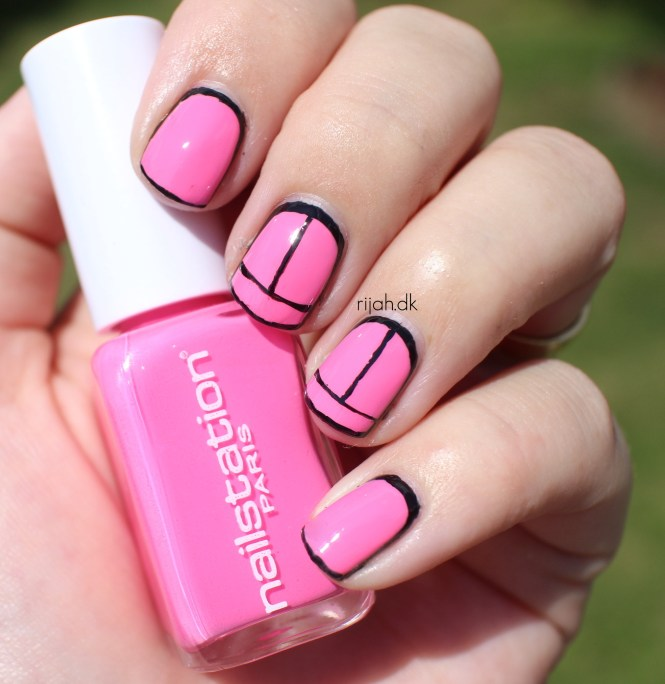 Outlined nails Fancy Friday - Inspireret af en bikini/badedragt