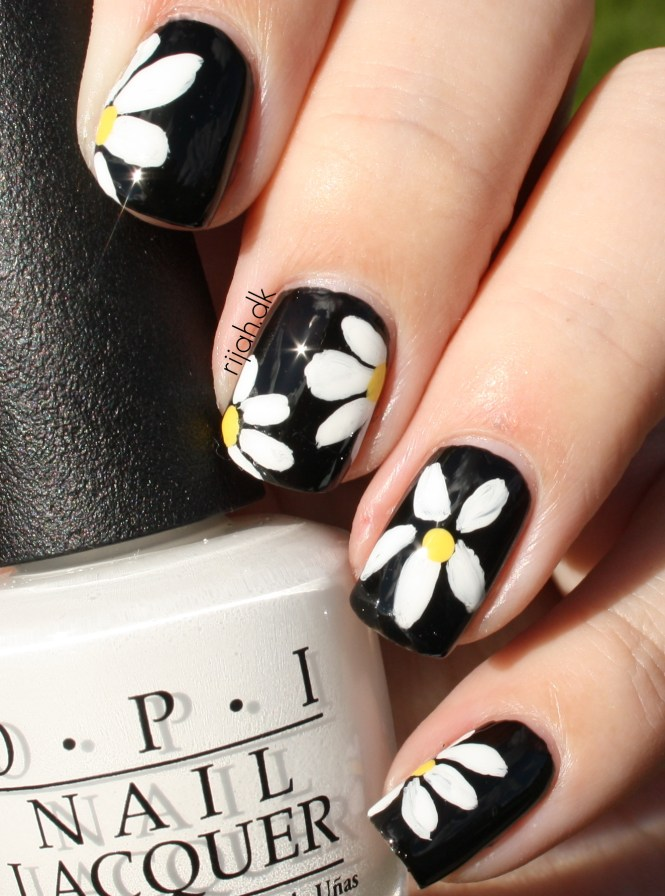 #WeekendOffNailArtChallenge – Flowers nail art