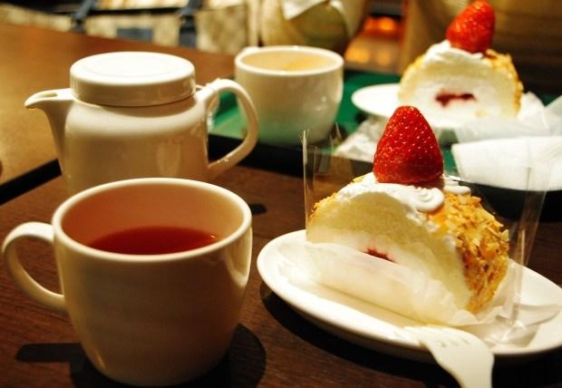 外食モニターでケーキと紅茶を頂く