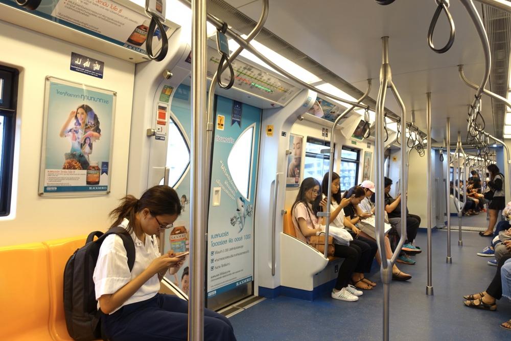 タイの電車は近代的です