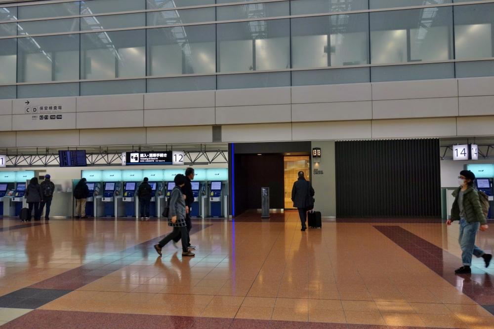 羽田空港の保安検査場A側ANAプレミアムチェックイン遠景
