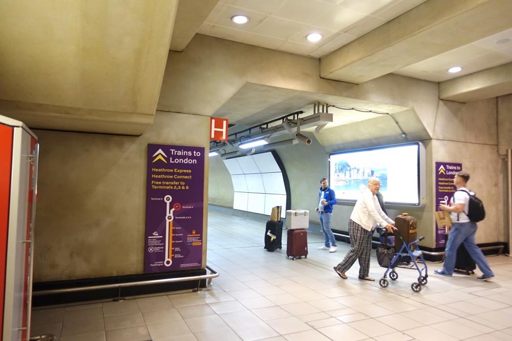 ヒースロー空港ターミナル2への移動