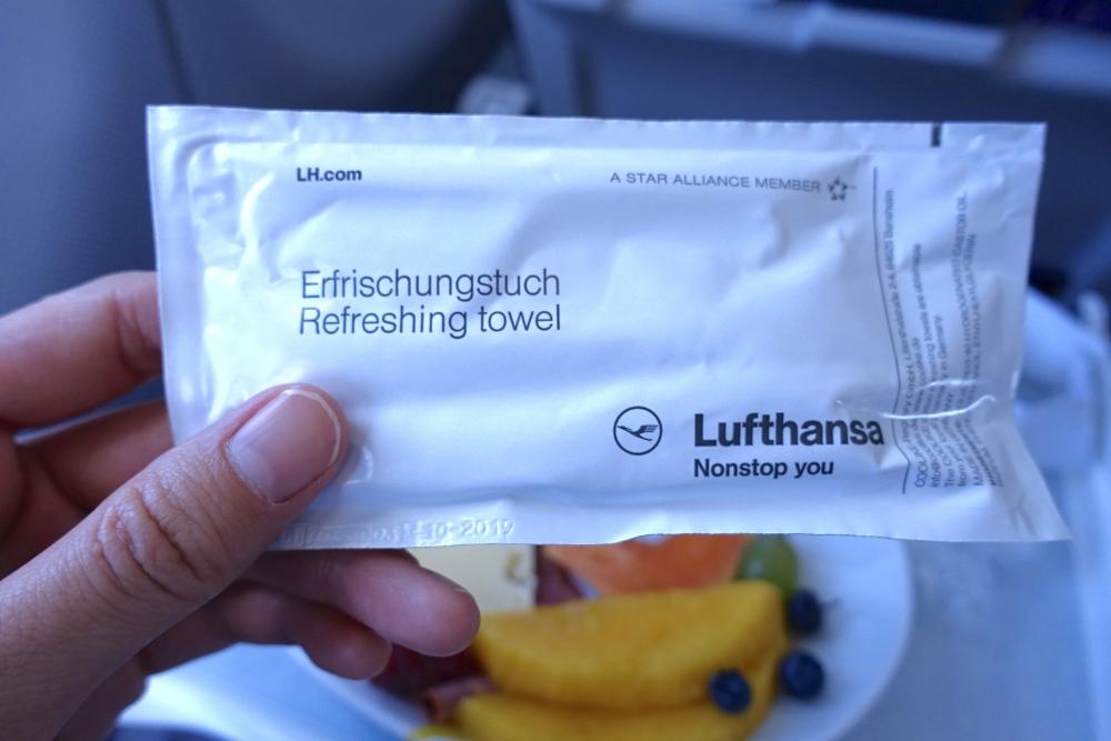 ルフトハンザドイツ航空 ビジネスクラスシート お手拭き