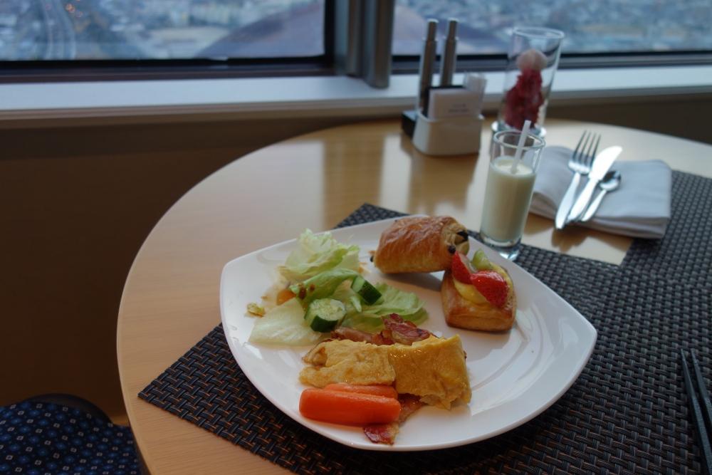 ヒルトン福岡シーホーク エグゼクティブラウンジ 朝は洋食を頂きました