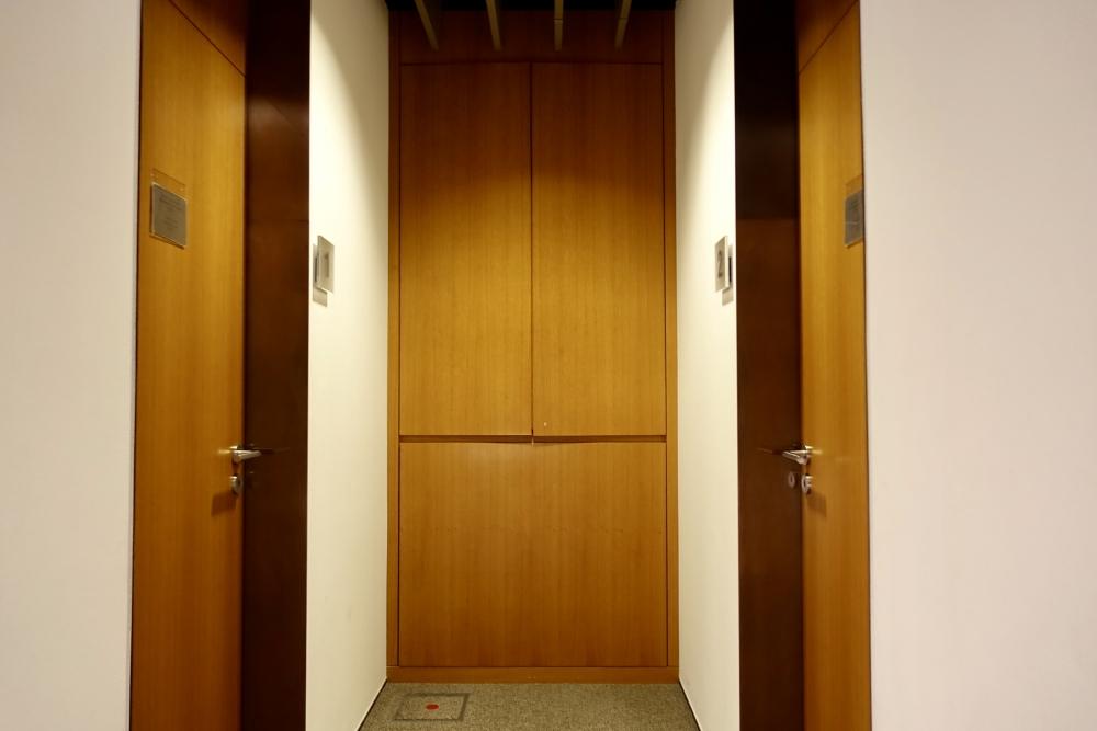 フランクフルト国際空港ルフトハンザファーストクラスターミナルの仮眠室の入口