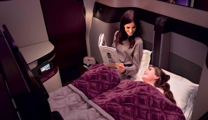 カタール航空のビジネスクラスQsuiteはダブルベッドにもなる