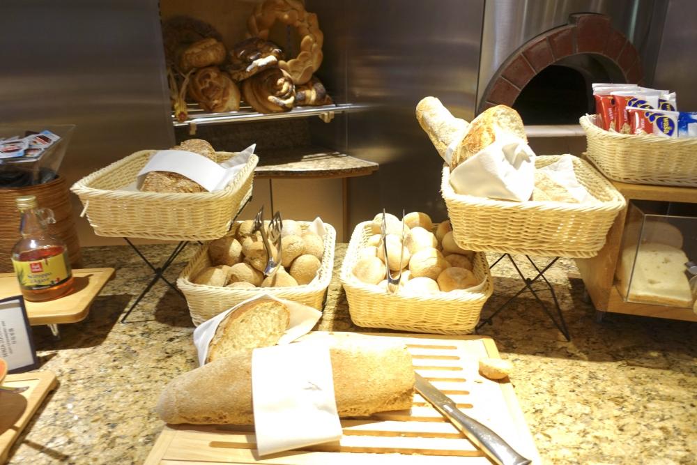 ヒルトンミラノ 朝食 パン