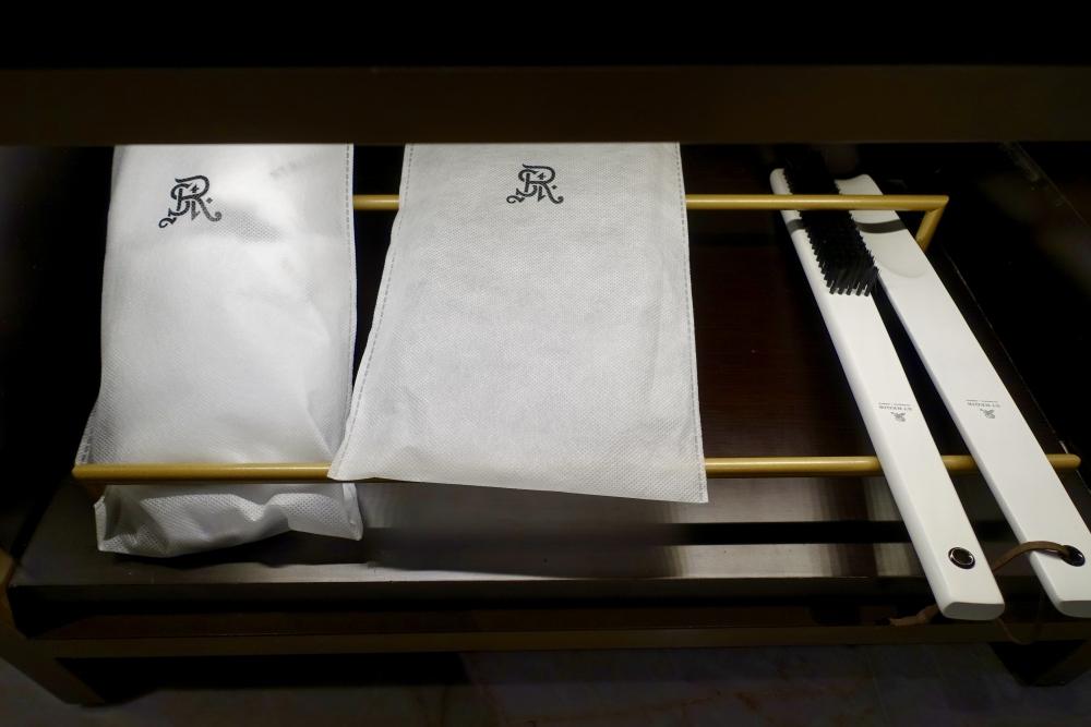 セントレジス上海静安 カロラインアスタースイート ウォークインクローゼット 備品