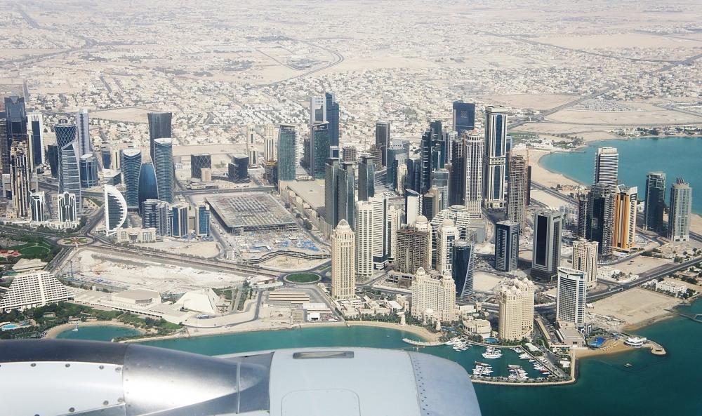 カタール航空機内からみるドーハ