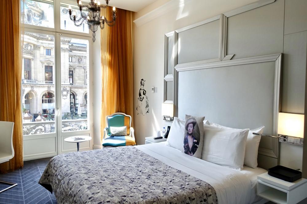 Wパリ オペラ スペクタキュラールーム ベッド