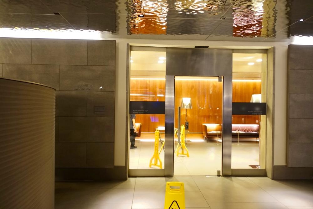 カタール航空ドーハ国際空港アルムルジャンビジネスラウンジ喫煙室