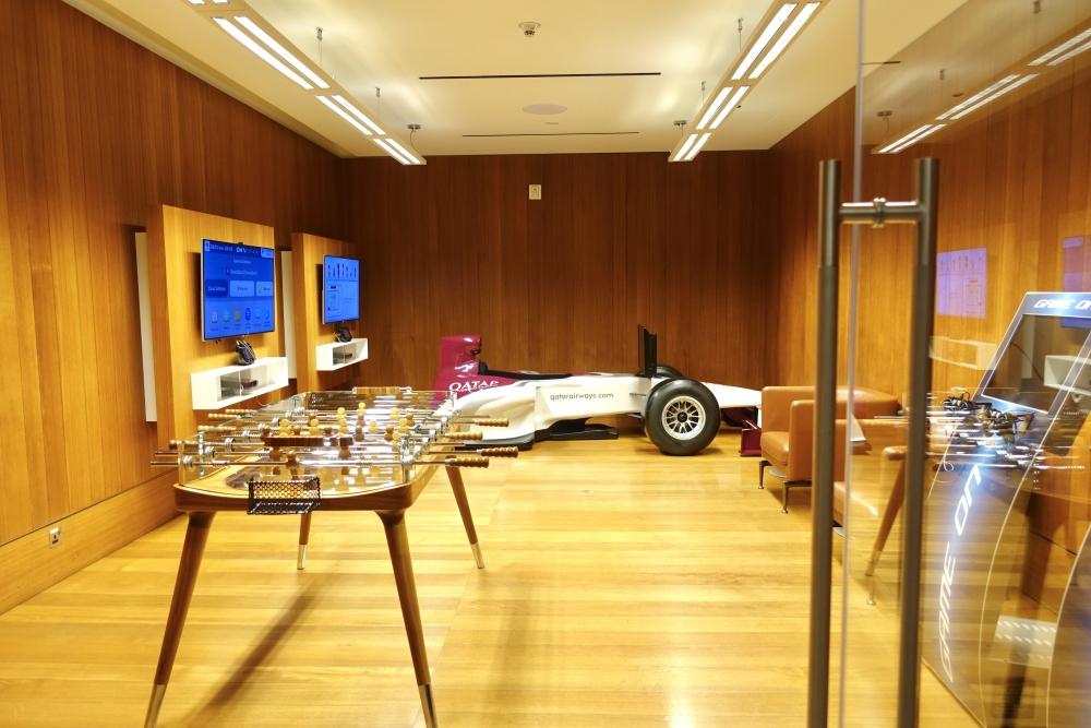 カタール航空ドーハ国際空港アルムルジャンビジネスラウンジのゲームルーム