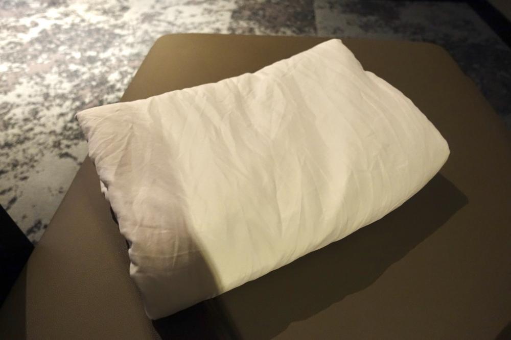 クアラルンプール国際空港マレーシア航空ファーストクラスラウンジ仮眠室寝具