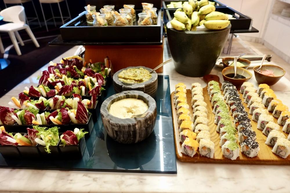 ルメリディアンサイゴン22階のクラブラウンジフードカウンターイブニングカクテル前菜