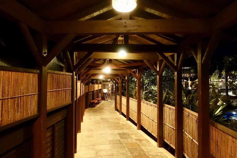 シェラトングランデオーシャンリゾート松泉宮への外回廊