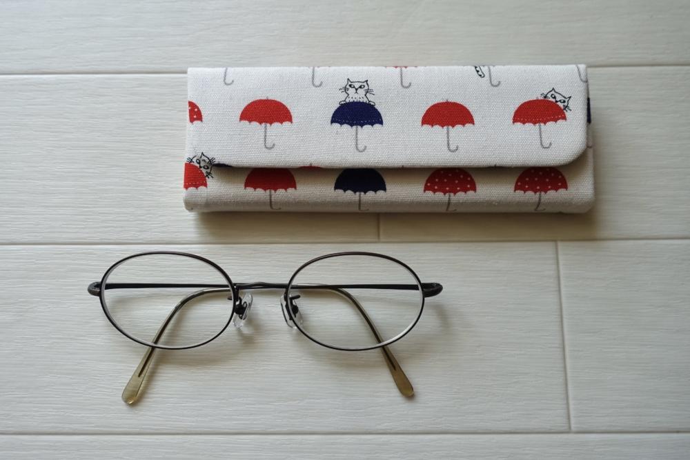 折りたたみ式メガネケース