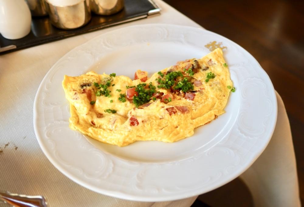 ホテルインペリアルウィーン・カフェインペリアルの朝食・オムレツ