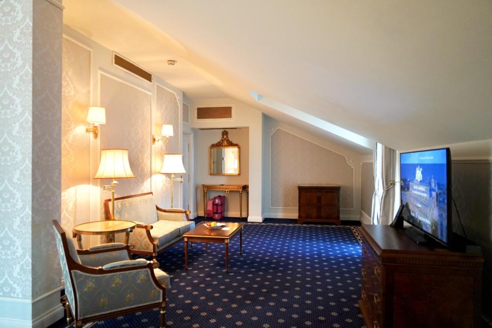 ホテルインペリアルウィーン・エグゼクティブジュニアスイート・リビングルームの全景
