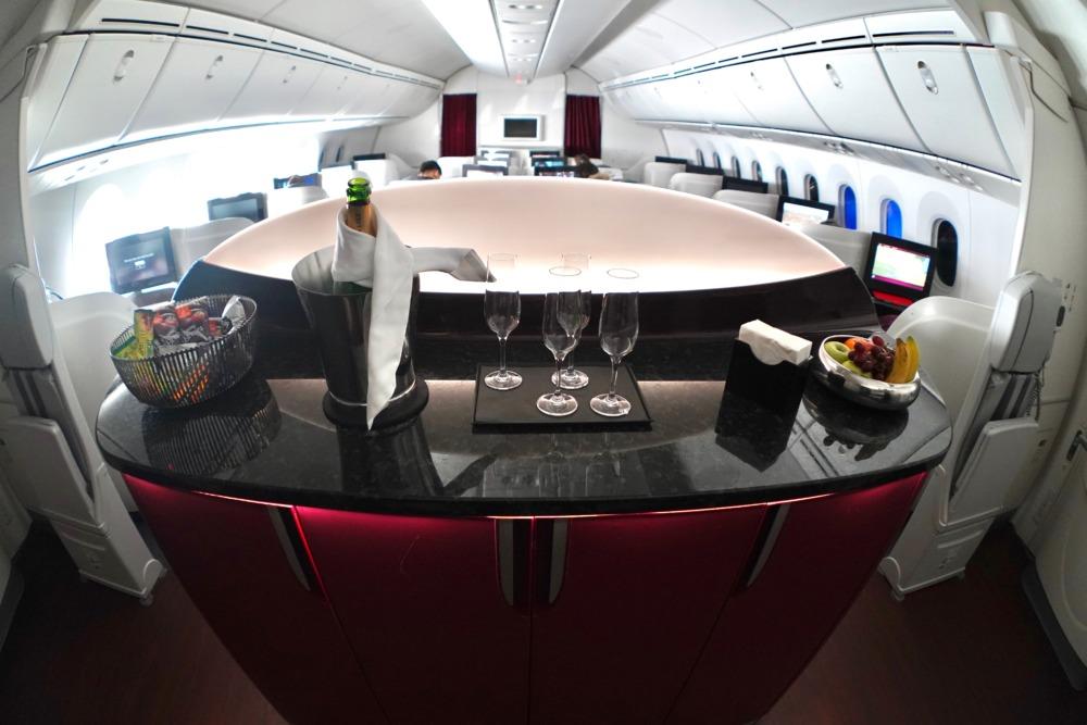 カタール航空B789ビジネスクラスキャビン・カウンター