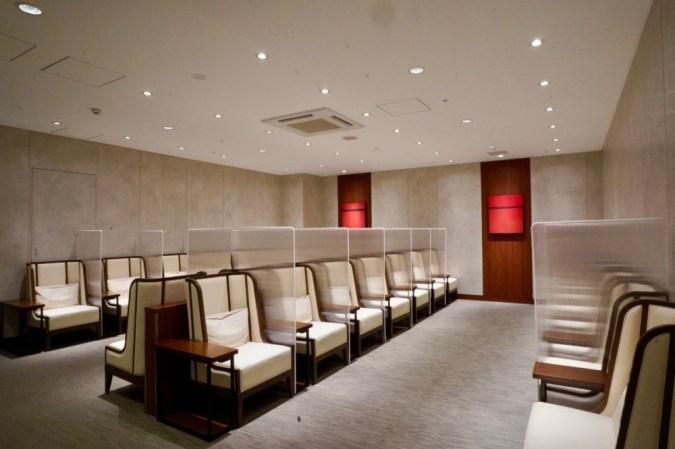 広島空港JALサクララウンジ・ダイニングエリア奥の部屋
