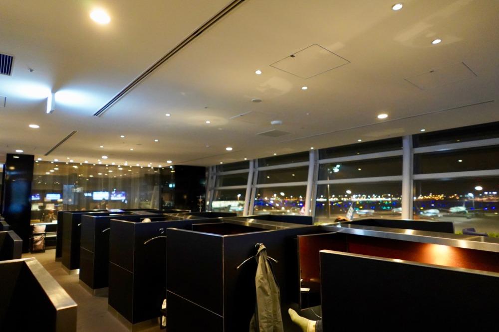 羽田空港国際線ANAスイートラウンジ・右側のエリア全景